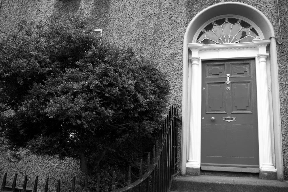 Красива врата, вече във Великобритания