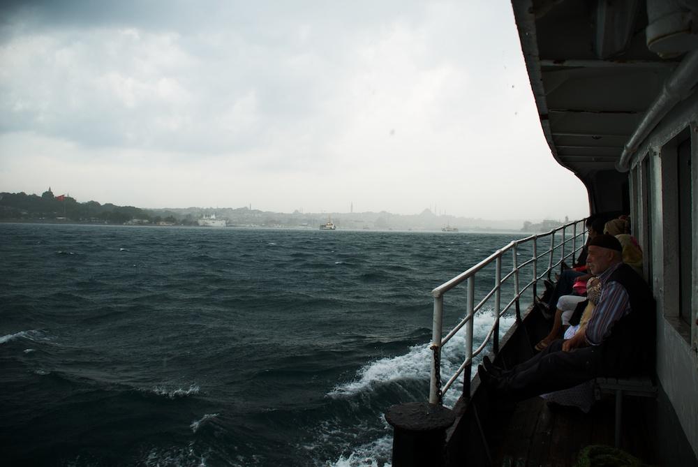 Заваля ни силен дъжд, докато се връщахме от Üsküdar.